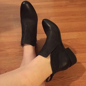 Dolce Vita Black Leather Ankle Boots size 6.5